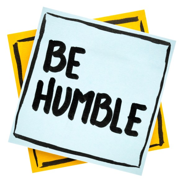 Be humble written with marker on a post it note