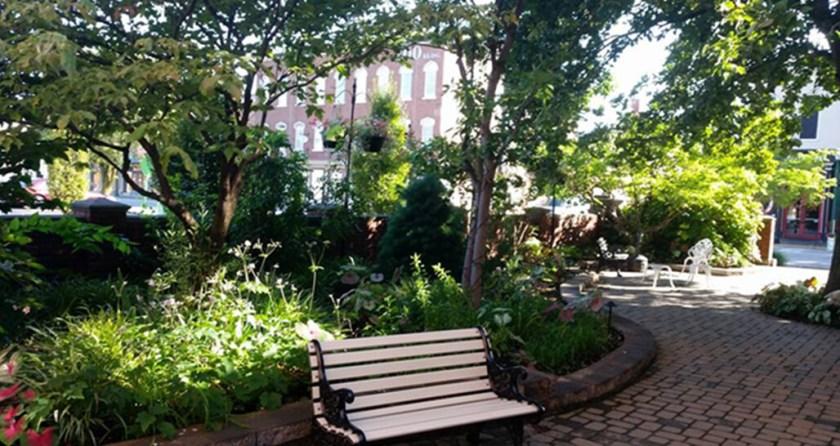 Glossbrenner-Garden