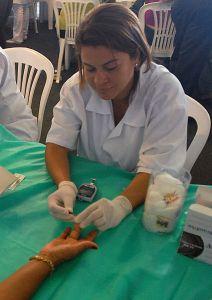 Testing Blood Glucose_Pucion_de_dedo
