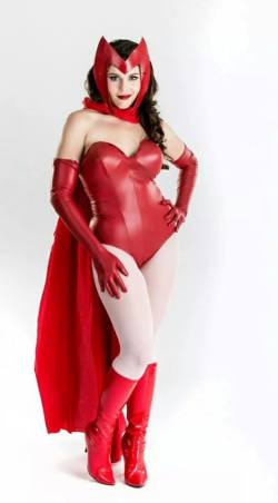 Cosplay - Stray Kat - as Scarlett Witch cosplay