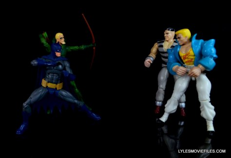 dc-icons-green-arrow-longbow-hunters-figure-review-fighting-crooks