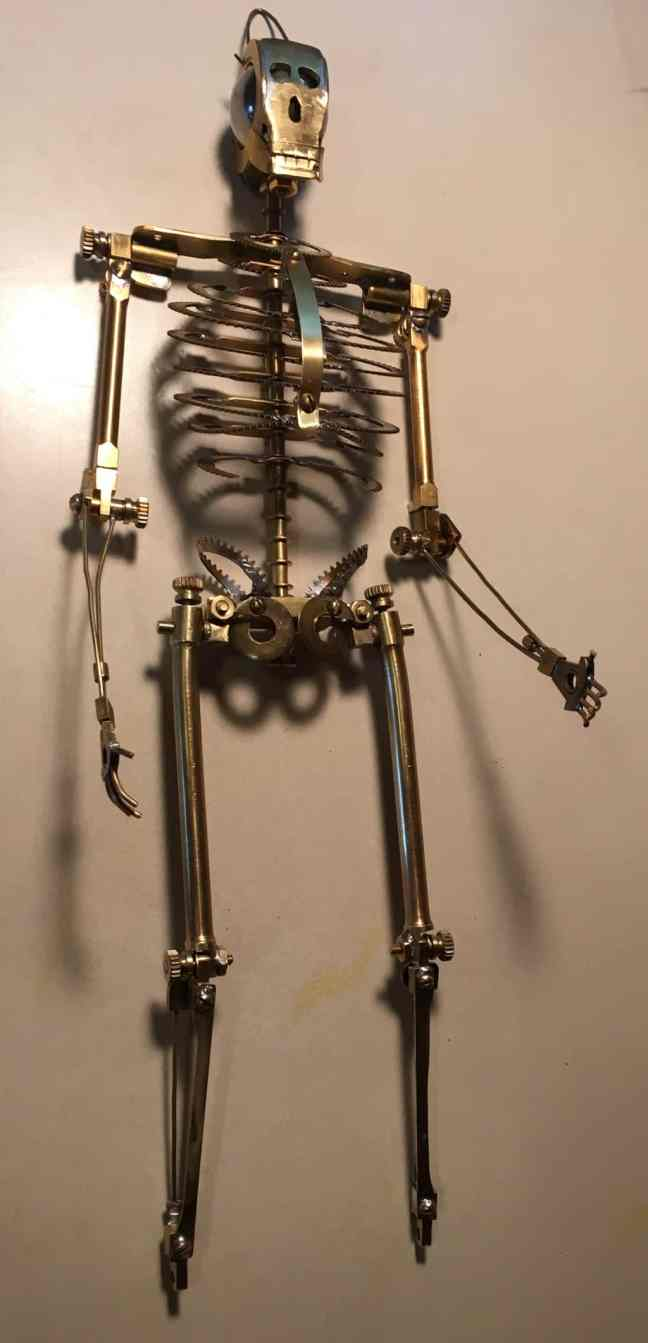 22 Skeleton stand