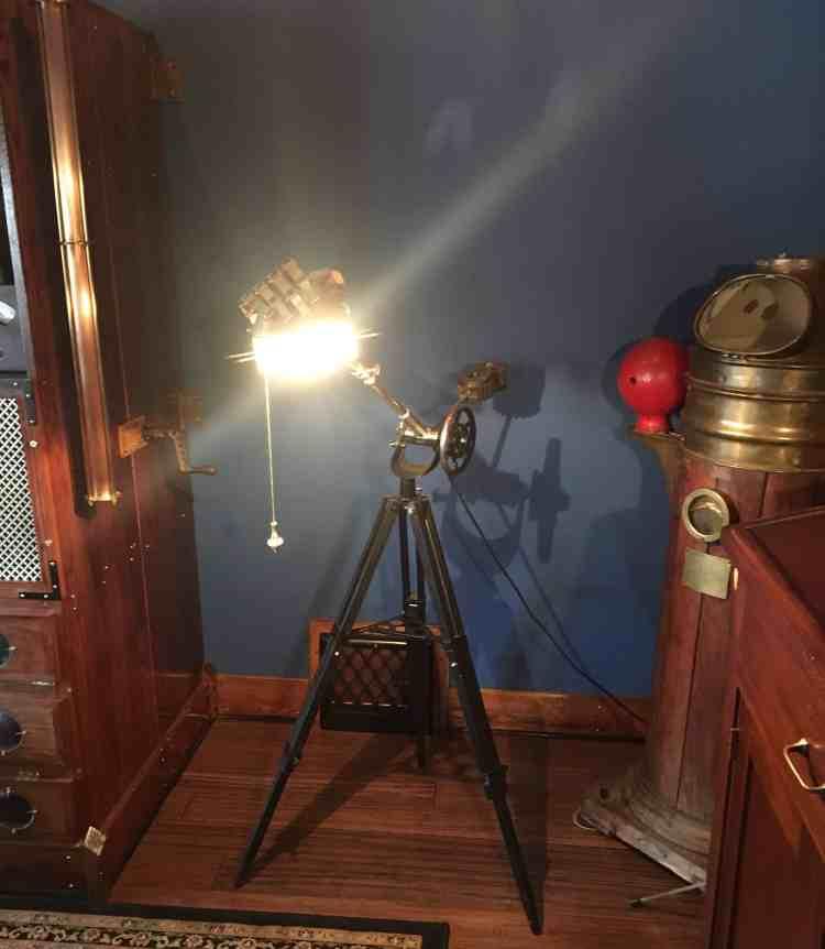 25 Steampunk Hand Lamp Lit