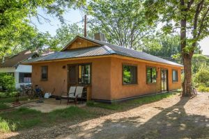 Community Rebuilds straw bale home for last straw journal