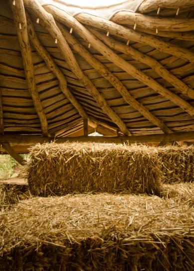 round wood round house straw bale www.jeffreythenaturalbuilder.com