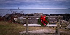 wreath-on-bench-new-castle-3022
