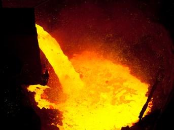 Scheiden van metaal door smelting schuimslakken