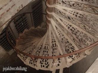 tangga spiral ( 2010 )