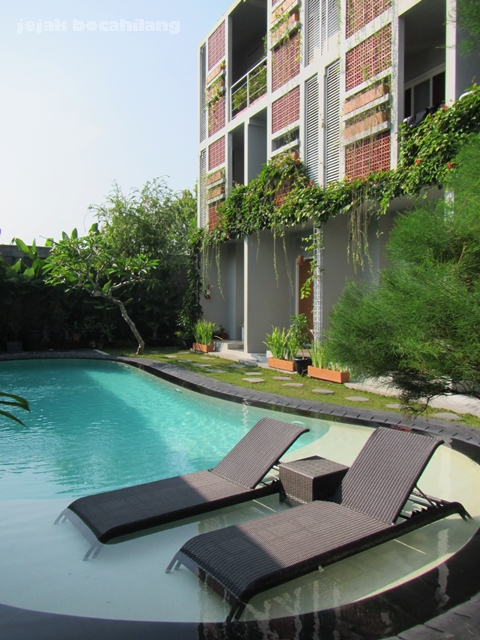 swimming pool in LOKAL Hotel