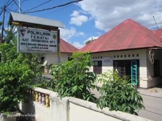 bangunan tua asrama militer di Jalan Timor Raya
