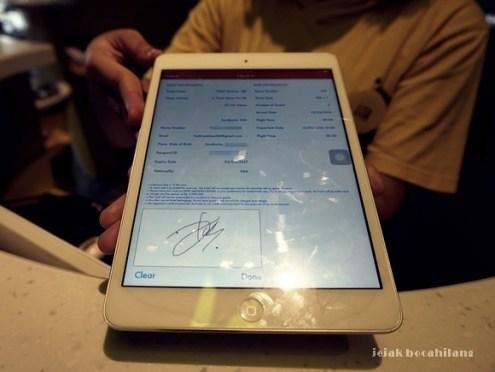 cek in menggunakan iPad di Yello