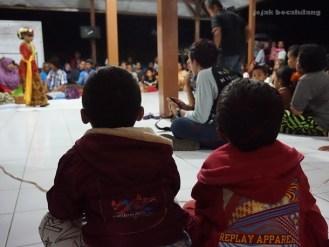 penonton Tari Sintren Desa Dermaji