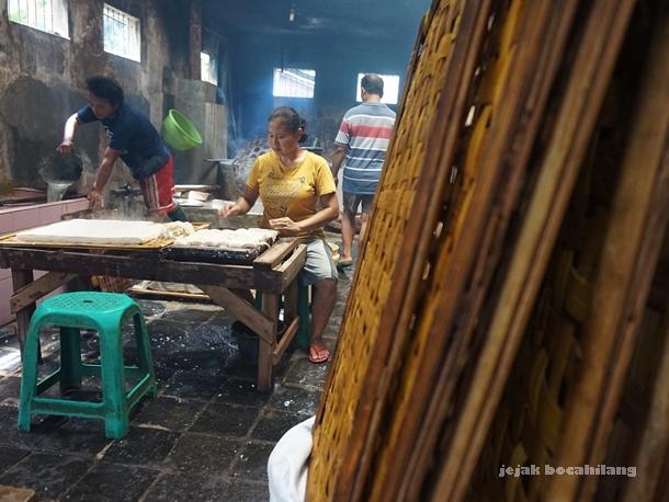 rumah produksi tahu di Desa Kalisari