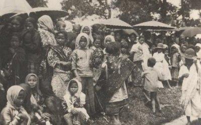 Perempuan dan anak-anak di Takengon, Aceh. Sumber foto: KITLV DIgital Image Library koleksi Tichelman, G.L