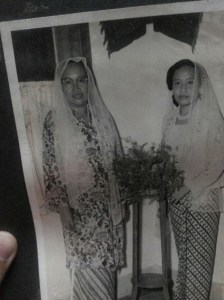 Siti Raham (kiri). Sumber foto: Dokumentasi Keluarga