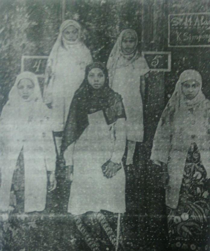 Rahmah El Yunusiyah di Kuala Simpang (Aceh) tahun 1929. Sumber: Dokumentasi Sarah Mantovani