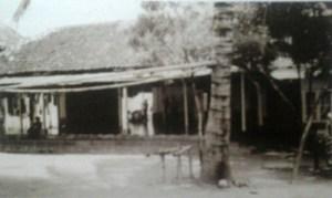 Masjid Tebu Ireng tahun 1950-an. Sumber foto: AM Yasin & Fathurrahman Karyadi, Profil Pesantren Tebu Ireng, Pustaka Tebu Ireng:2011