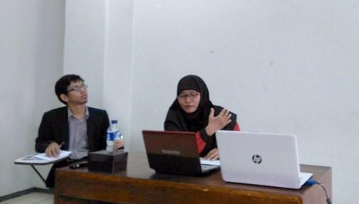 Ai Wardah M Koswiar, memaparkan penelitiannya saat acara berlanngsung.