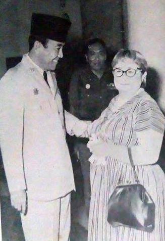 K'tut Tantri bersama Sukarno. Sumber foto: wikipedia