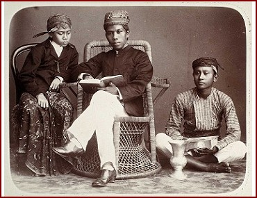 Guru Agama dan Santrinya. Sumber foto: Koleksi Situs Tropen Museum (http://collectie.tropenmuseum.nl/)