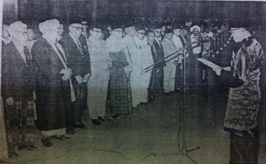 Pelantikan MUI oleh Menteri Agama, Mukti Ali. Sumber foto Majalah Panji Masyarakat