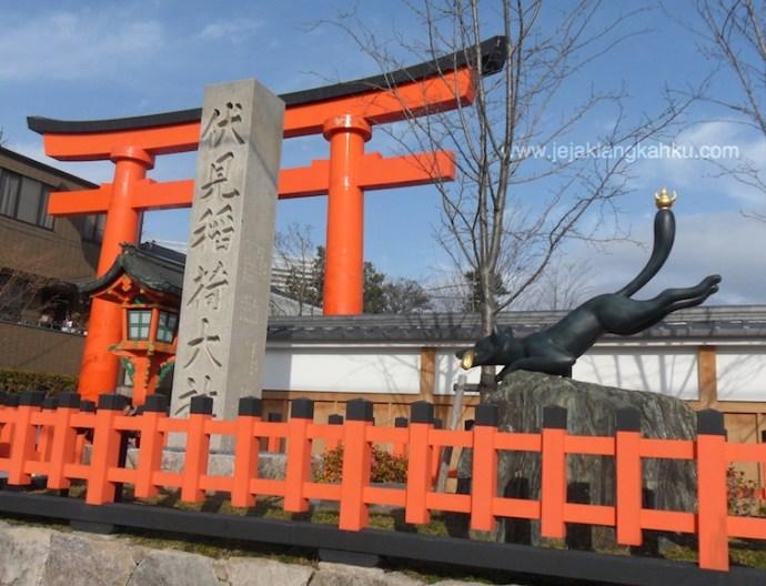 fushimi inari shrine temple kyoto japan