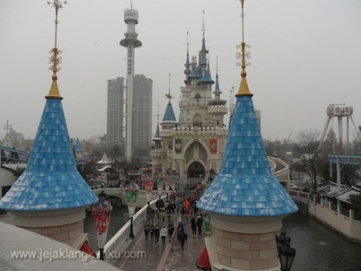 lotte world seoul theme park south korea