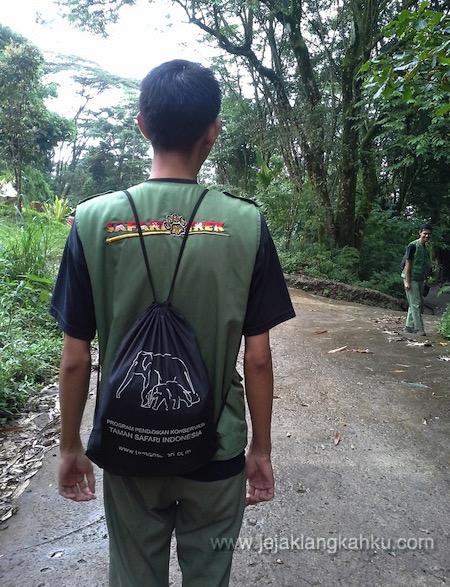 guide trekking taman safari