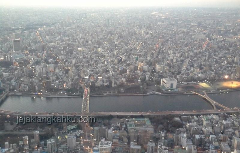 Mau Shopping Sambil Cuci Mata Keindahan Kota Tokyo? ke Tokyo Skytree ajah !