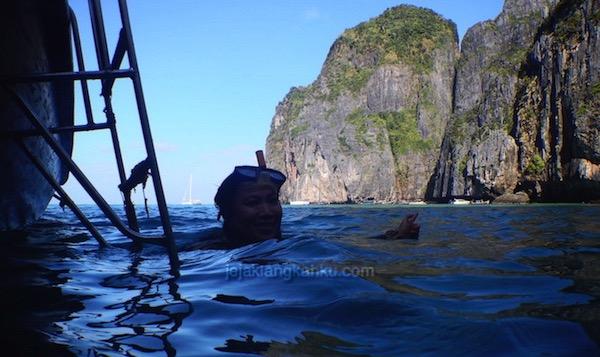 snorkeling phi phi island