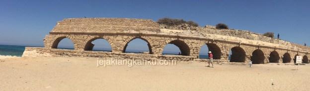 Peninggalan Jalan Air Romawi Kuno di Caesarea Maritima, Israel