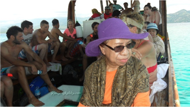 on-the-boat-to-gili