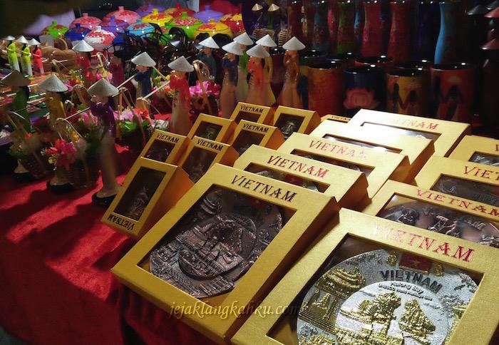 old quarter night market hanoi 0