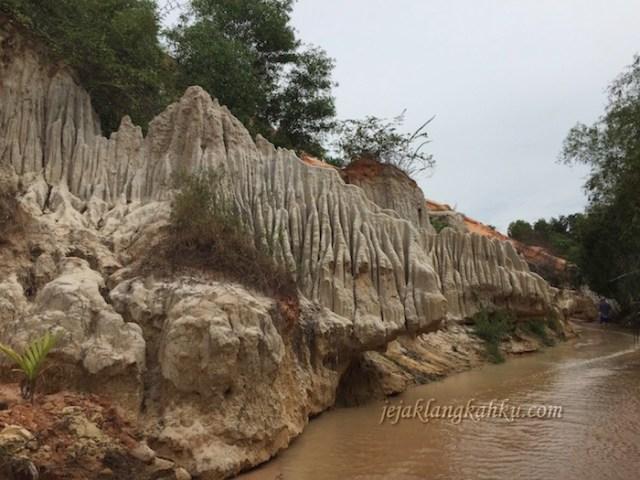 fairy stream mui ne vietnam 0