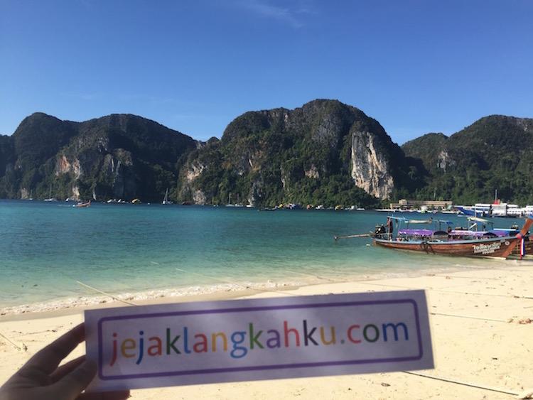 phi phi beach thailand 0