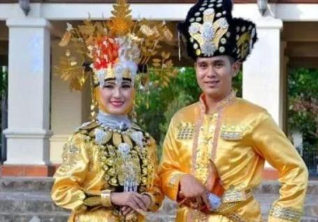 Uraian terkait dengan pakaian dari Sulawesi Utara
