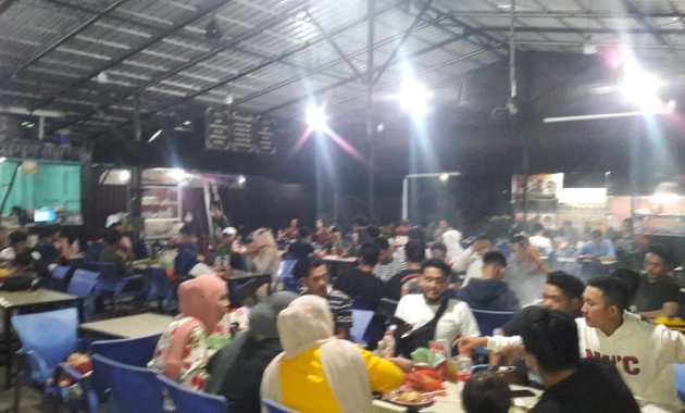 Suasana di salah satu tempat nongkrong Medan Marelan yang bernama King Kuphi.