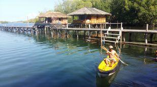 Kayaking, aktivitas tiap hari di Homstay Piaynemo