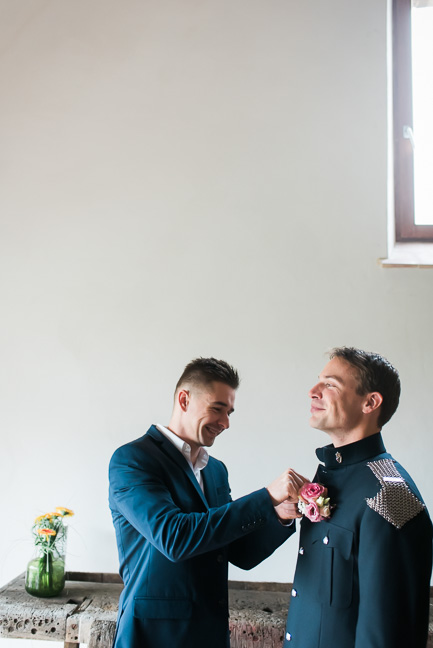boutonniere-groom-pinned-on