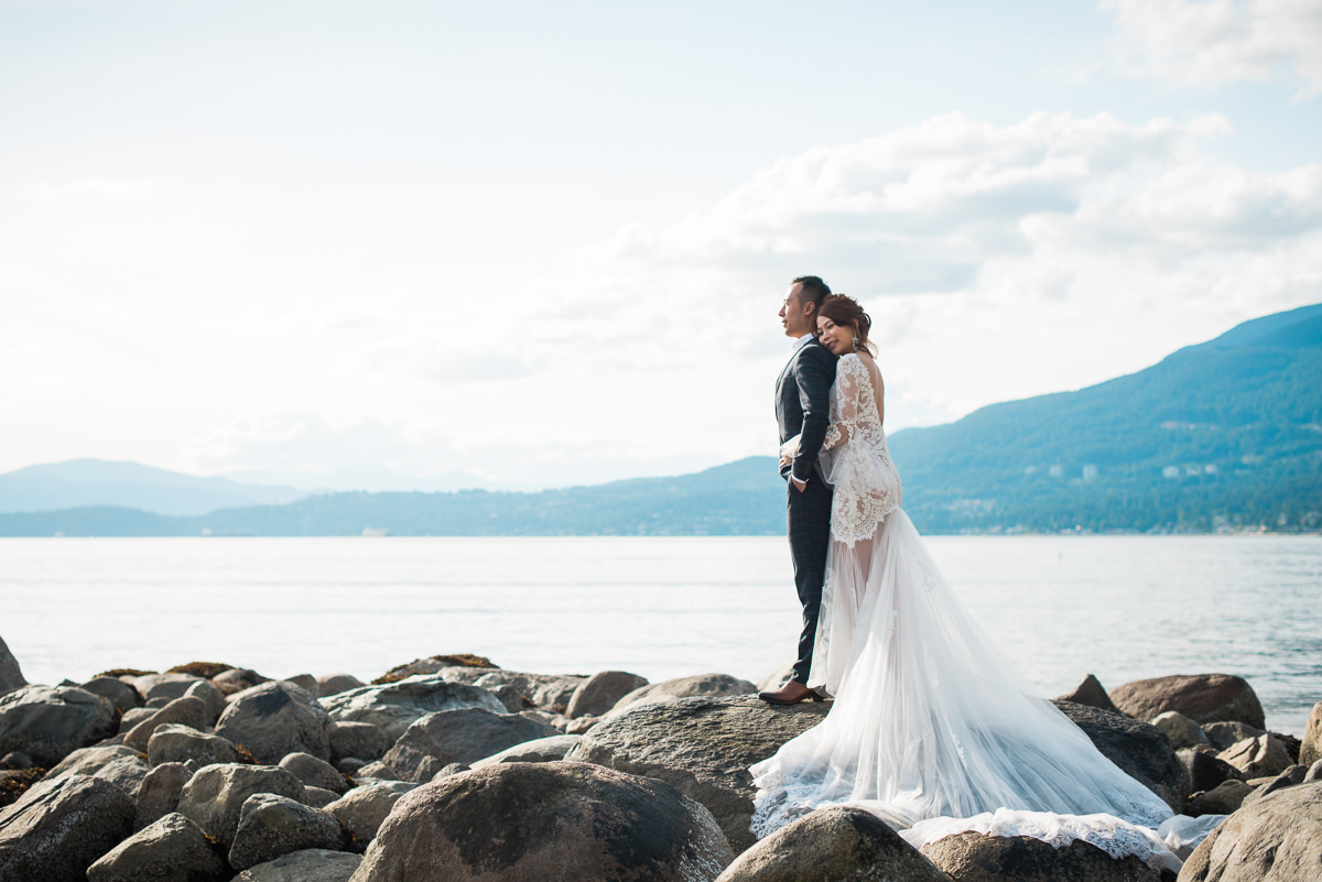 pre-wedding photos in Stanley Park Vancouver