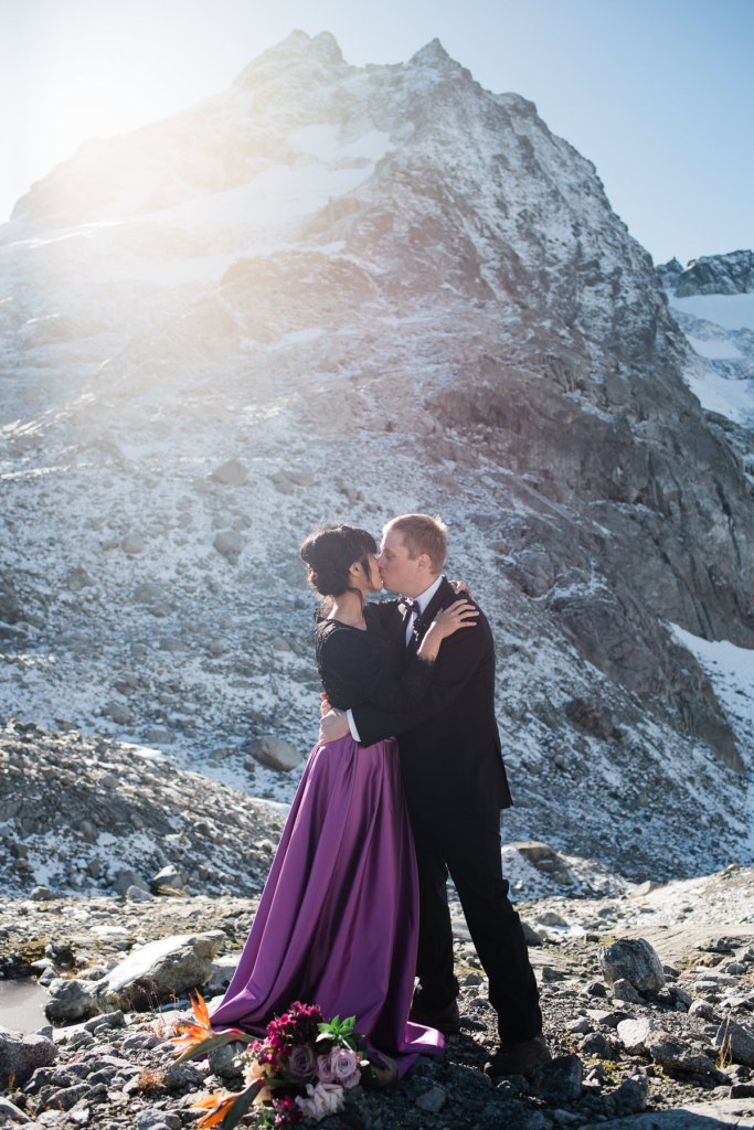 helicopter elopement Squamish first kiss