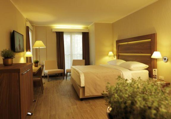 . . . 4*Superior Hotel Apollo
