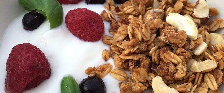 Granola maison aux noix et chocolat blanc