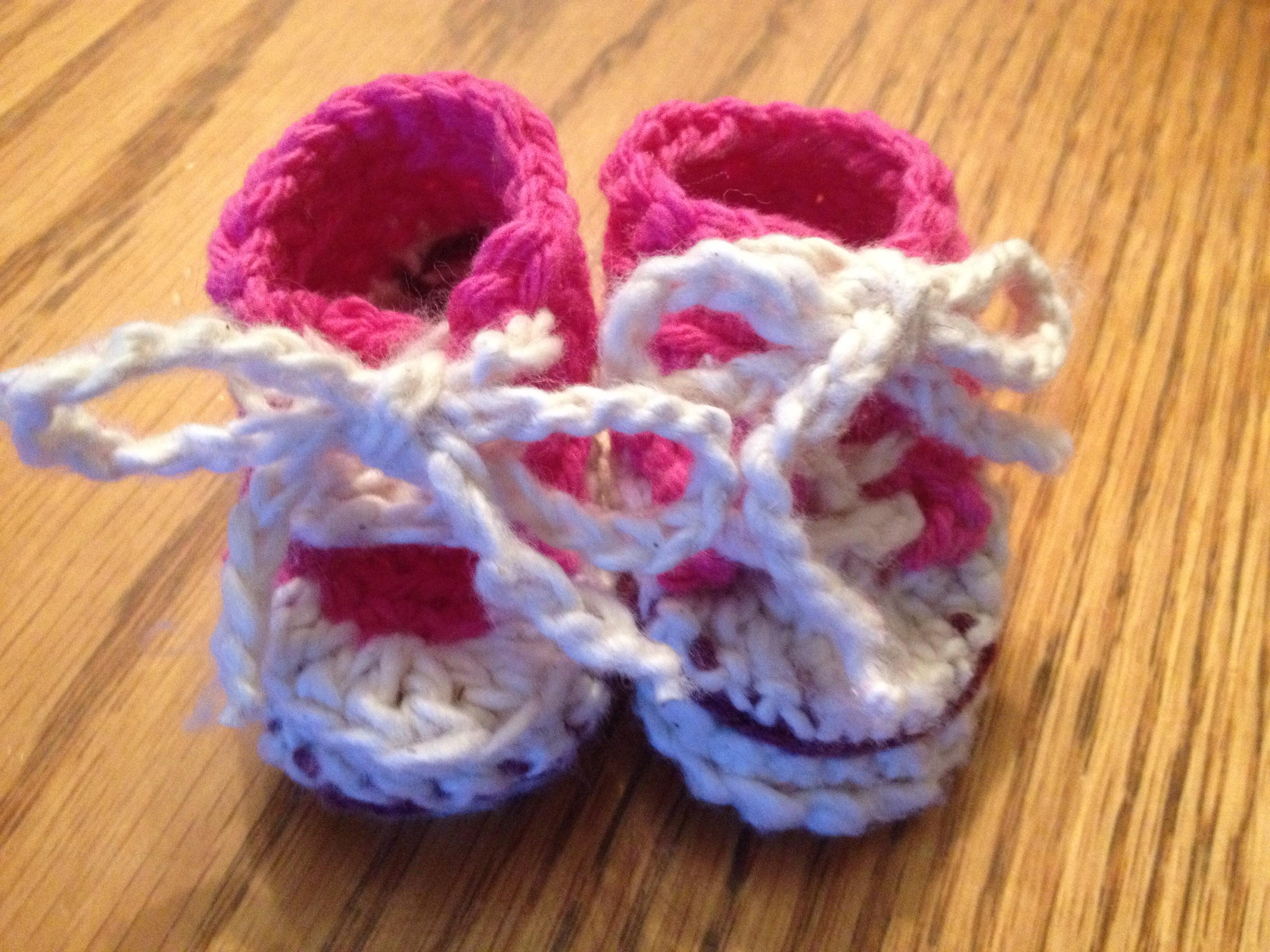 6+ items écolos faits maison, pour soi-même ou cadeaux, Blog Bonheur, zen, famille alternative   Marie-Eve Boudreault, auteure souliers bottines crochet bébé rose fille idée