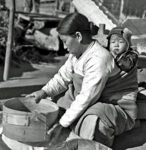 portage de bébés à travers le monde