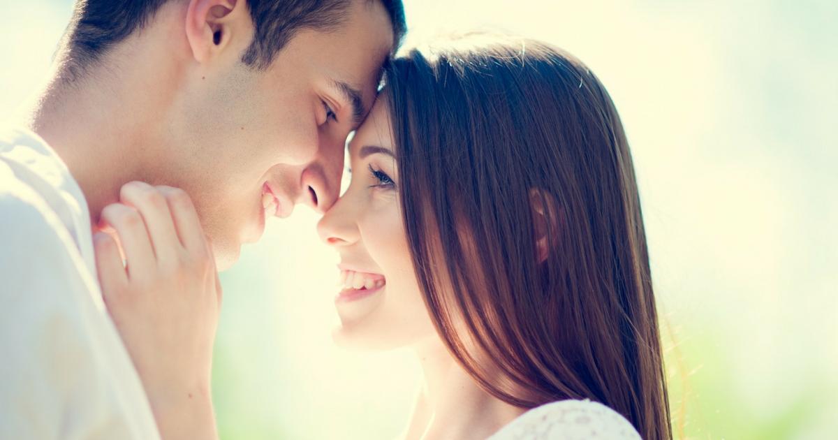 Le partage 50/50 des tâches est meilleur pour la vie de couple... sous la couette aussi! À lire sur Je Materne