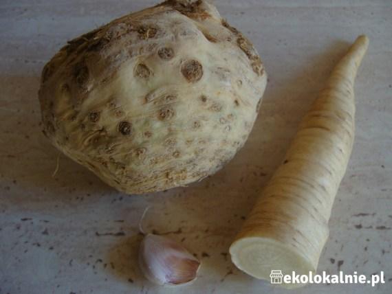 Pasta z pieczonego selera i pietruszki