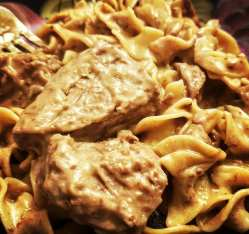 crockpot beef stroganoff with egg noodles