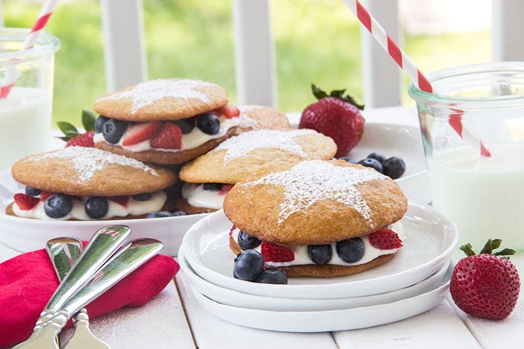 Patriotic-Lemon-and-Berry-Whoopie-Pie