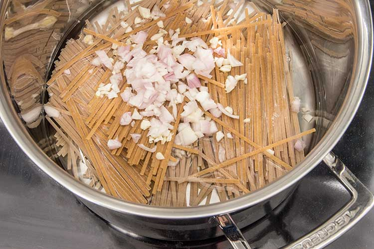 cooking-pasta-and-shallot